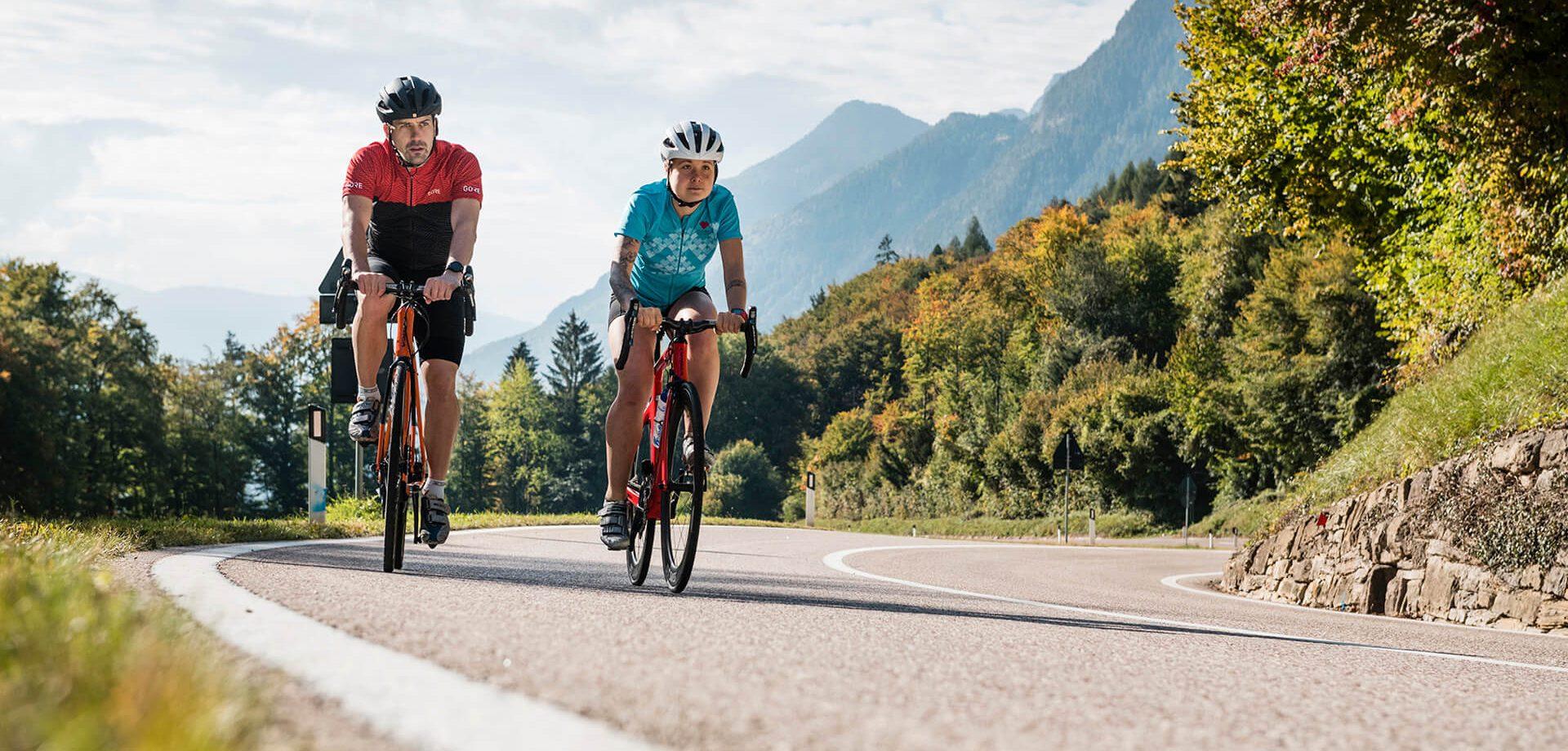 Rennradfahren im Herbst © Alex Moling