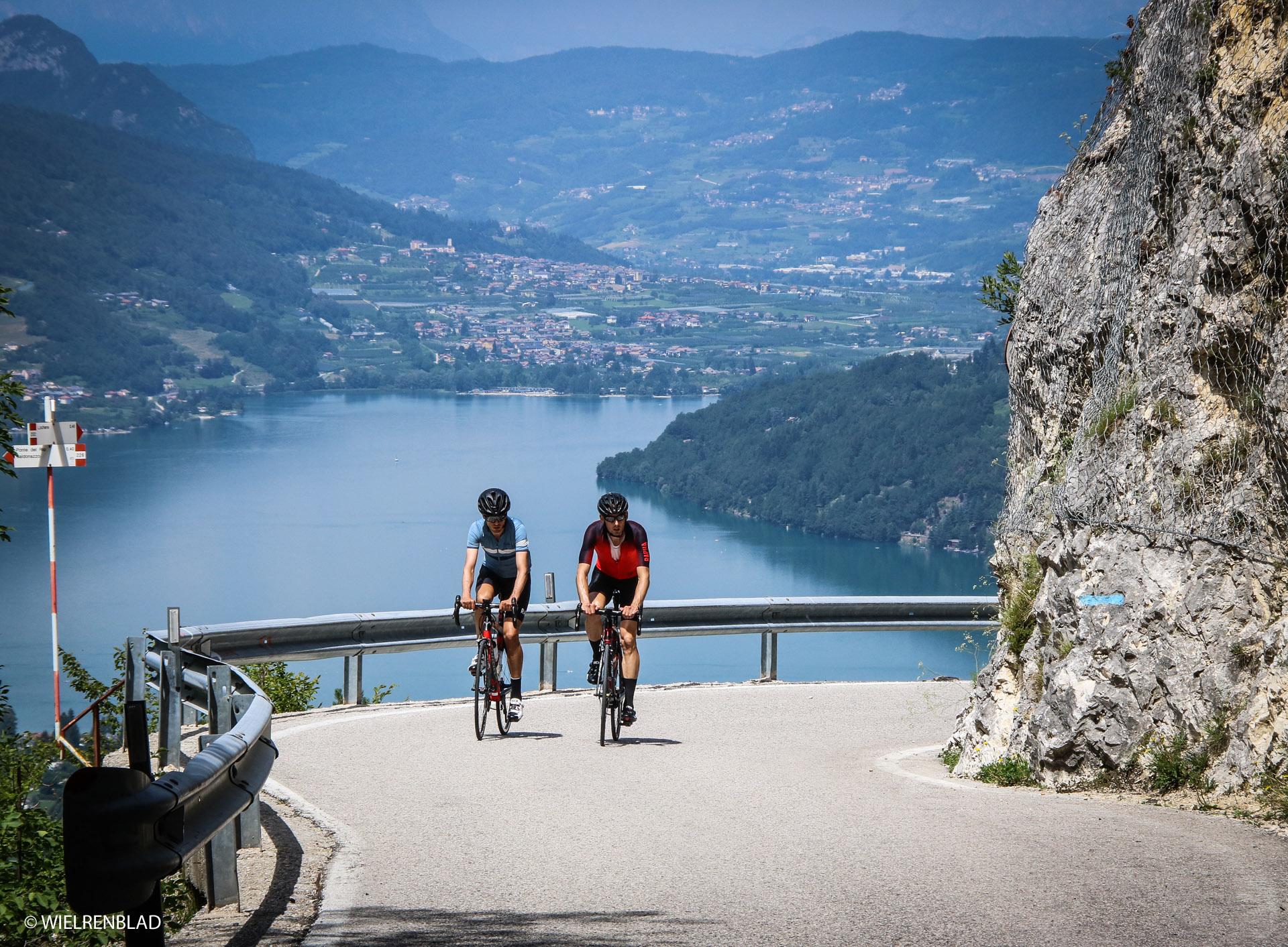Rennradfahren am Levico See © Wielrenblad