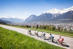 Rennradfahren in Innsbruck © Innsbruck Tourismus - Tommy Bause