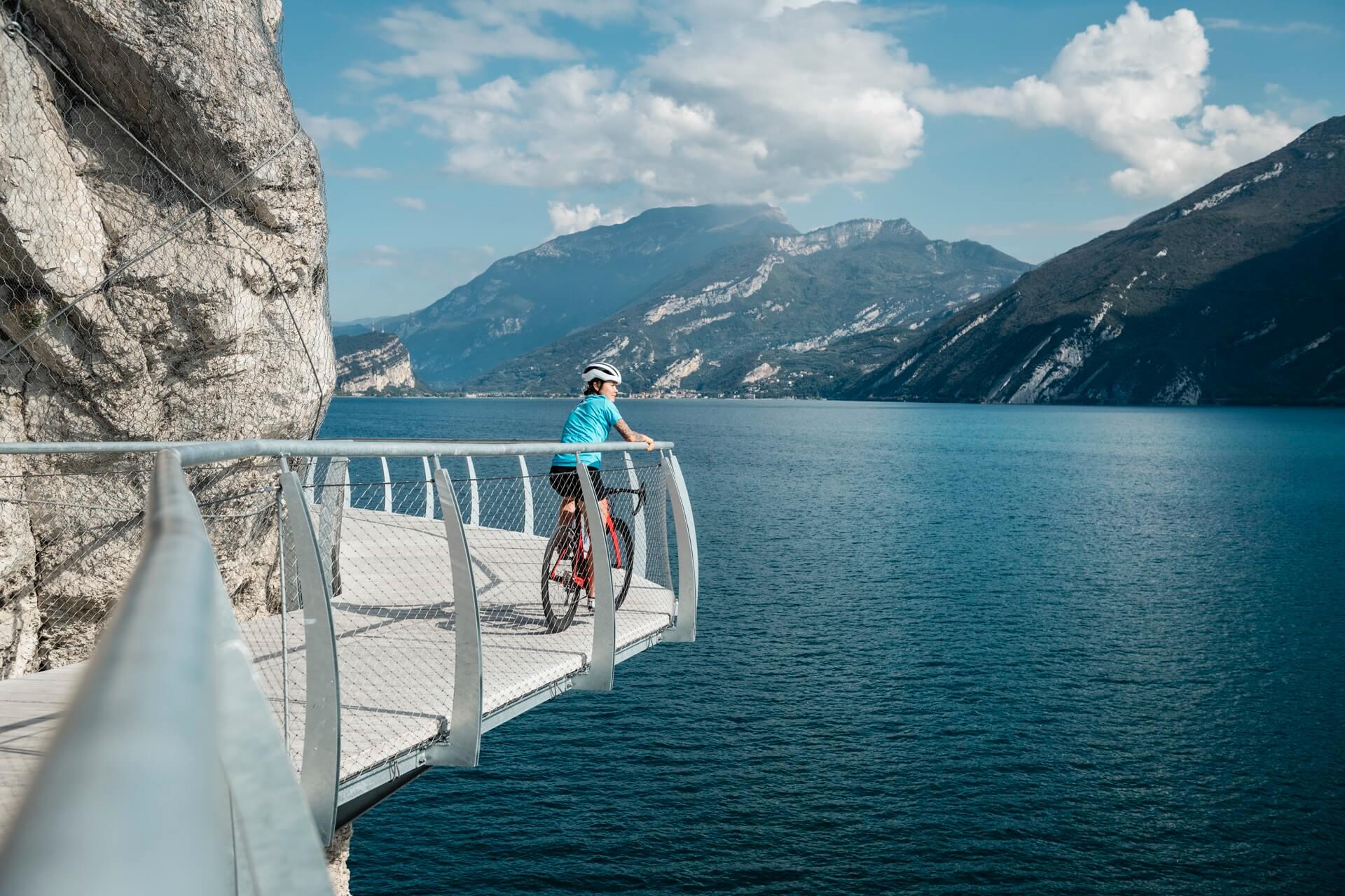 Rennradfahren am Gardasee © Alex Moling